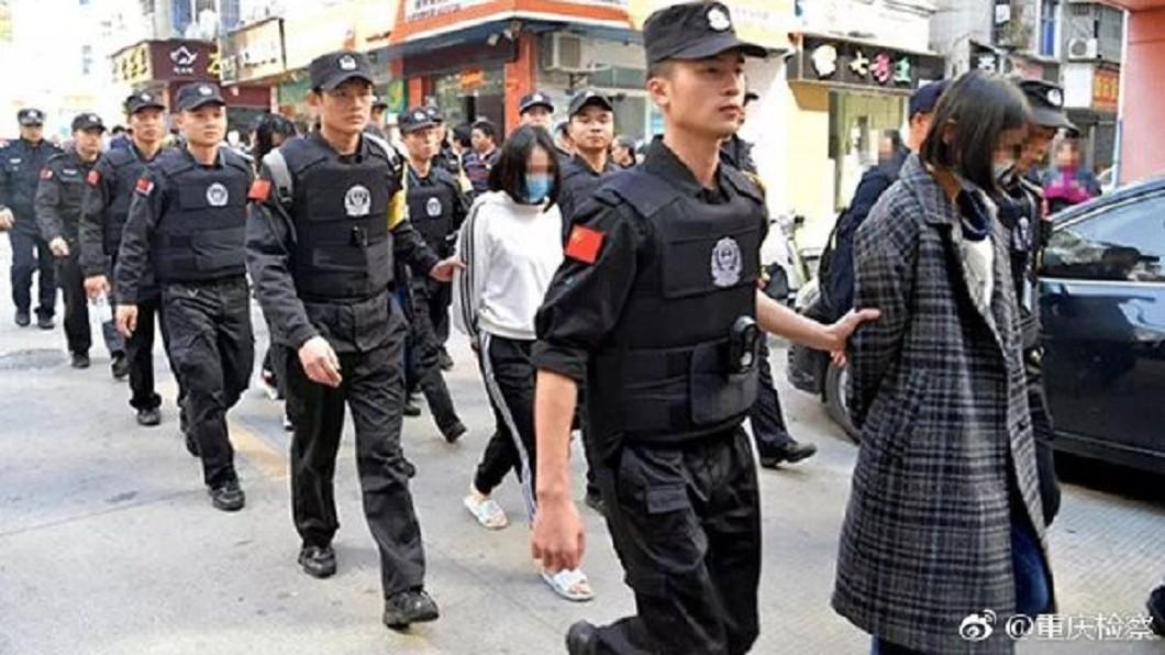 圖/翻攝自重慶檢察微博 鴿血裝初夜!破獲「處女」賣淫集團 警怒:沒有一個是