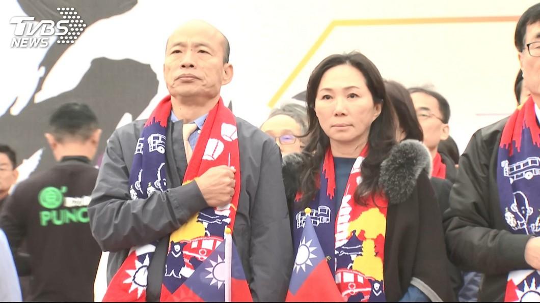 高雄市長韓國瑜與妻子李佳芬。圖/TVBS 韓國瑜提「3必須」回應總統!網友酸:高雄區國台辦?