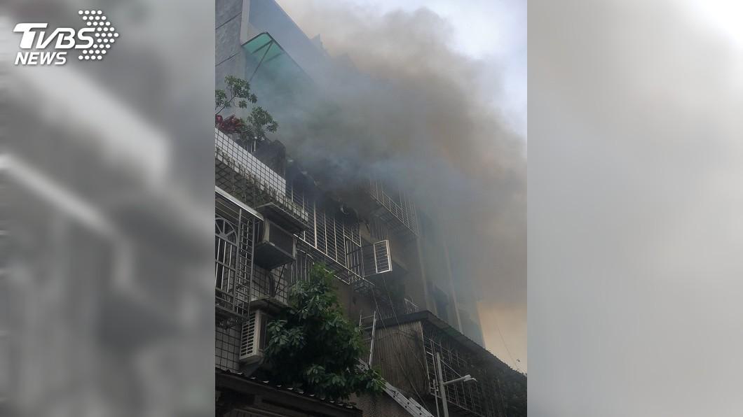 圖/中央社 新莊老街公寓火警 一人送醫不治