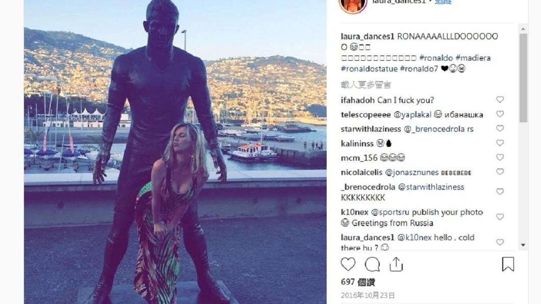 許多女粉絲相當熱情,忍不住偷摸幾下,還拍攝kuso照片,相當逗趣。圖/翻攝自Instagram
