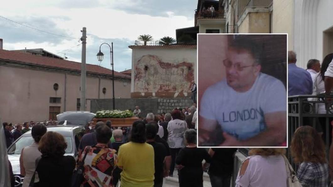 義大利一名牧師涉及性侵少女,服刑出獄後遭槍殺身亡。(圖/翻攝自推特) 愛女遭狼爪自縊亡 父報仇買兇殺變態牧師洩憤