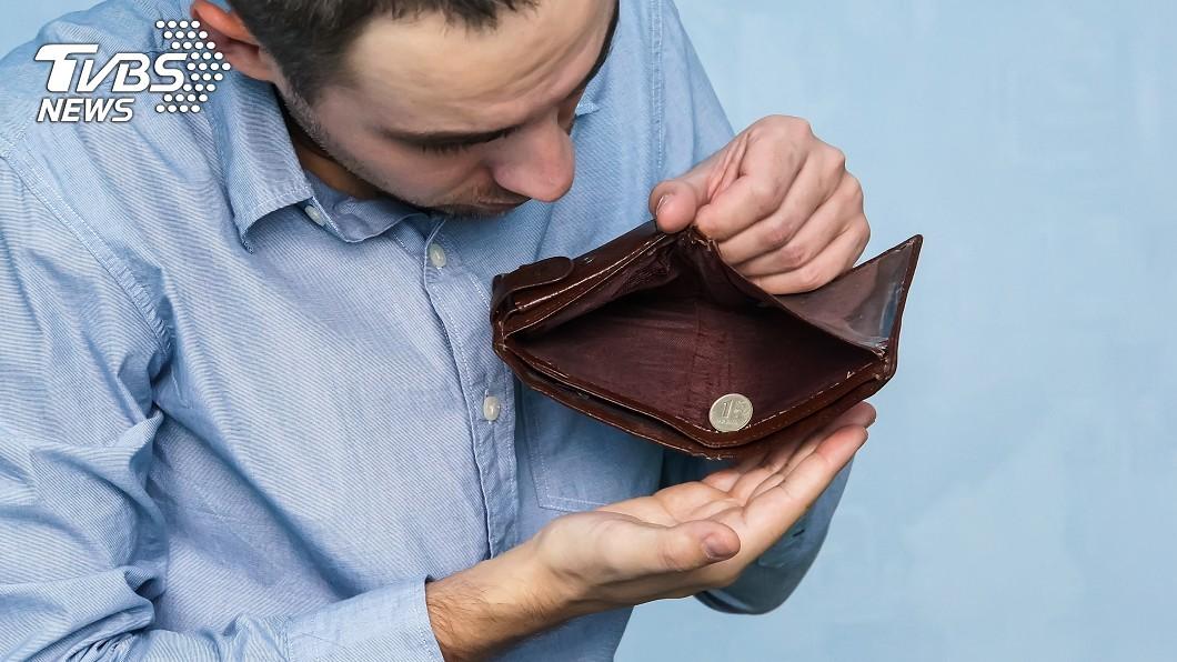 羅玄微曾一度窮到口袋只剩下10元。示意圖/TVBS 揮霍到口袋剩10元! 小資族靠這招3年存到第一桶金