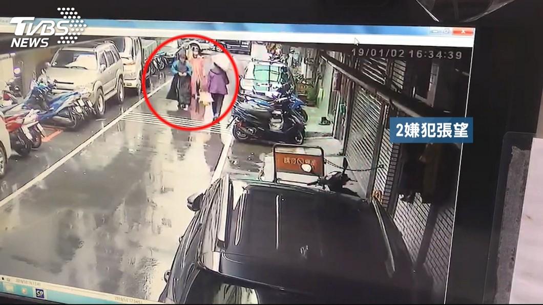 新北市樹林區日前發生2名男子闖入舊公寓,對一對母女挾持猥褻拍裸照還搜刮6500元的現金。(圖/TVBS) 母女遭綁拍裸照驚魂6小時 越南嫌落網:台灣老闆是共犯