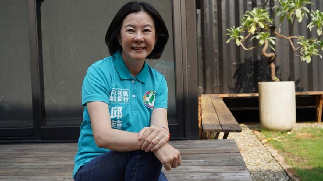 角逐台南市議長失利的邱莉莉。(圖/翻攝自邱莉莉臉書)