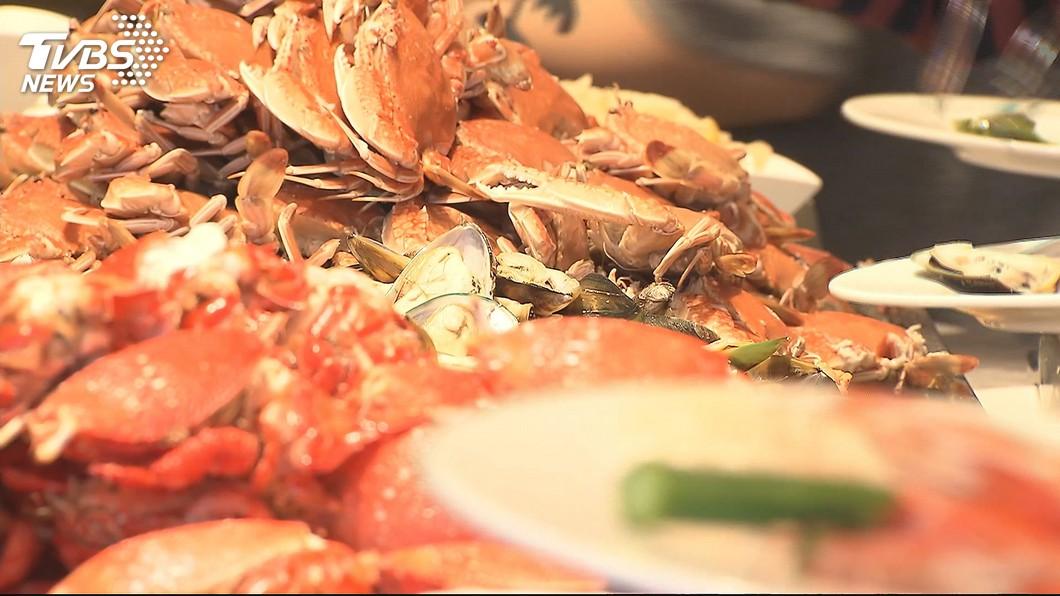 圖/TVBS 圍爐不在家裡吃! 飯店桌菜預訂平均已8到9成