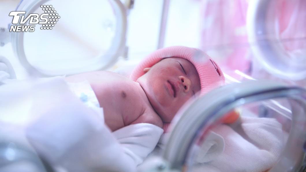 美國亞利桑那州一名女子,長期處於植物人狀態,照護機構的工作人員是直到她快臨盆時,才發現她懷孕。示意圖/TVBS 躺病床14年 女植物人呻吟突產子嚇壞所有人