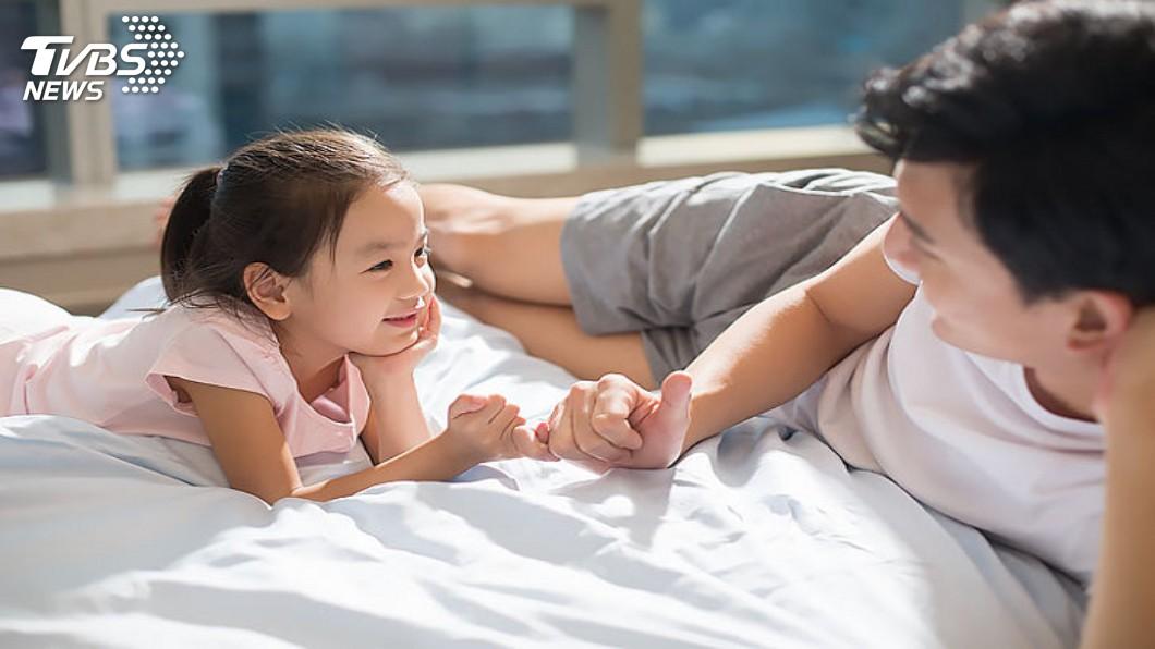 女兒是父親的前世情人,做爸爸的總是特別疼。(示意圖/TVBS) 小六女兒自爆「我交了30多歲男友」 老爸聽完爽掏錢
