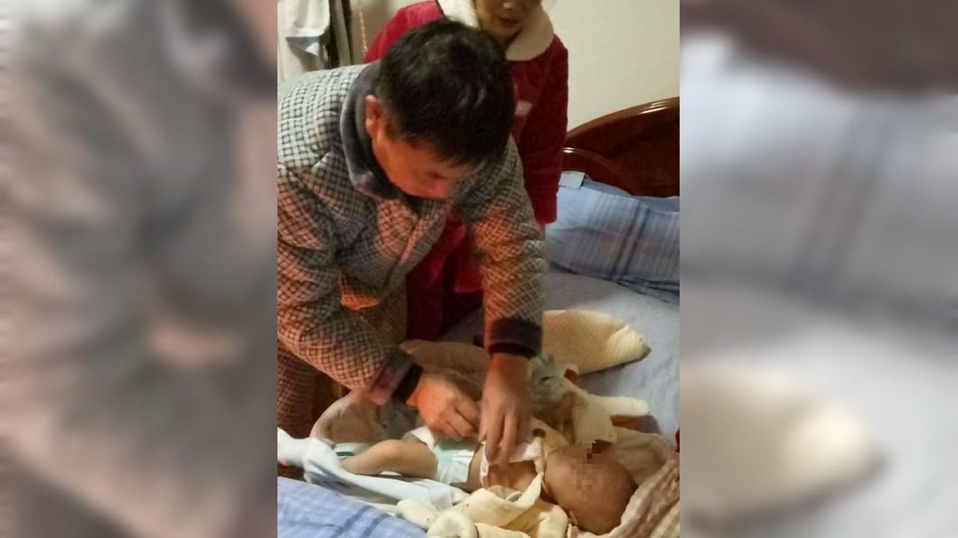 女兒目前也暫由奶奶撫養,並無生命危險。圖/翻攝微博