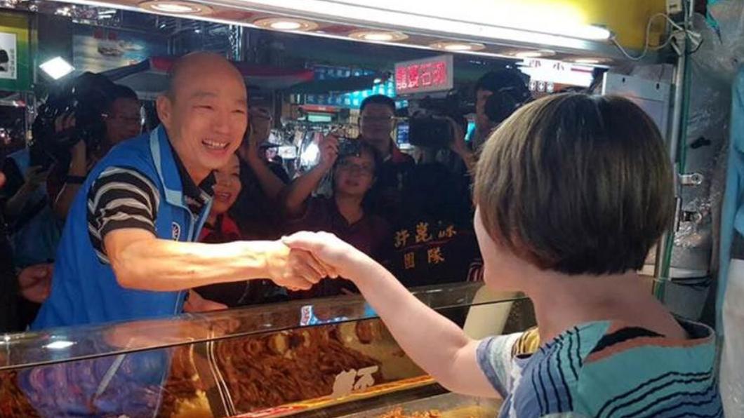 韓國瑜選後也力拼兌現承諾,積極讓六合夜市恢復人潮。(圖/翻攝自 韓國瑜 臉書)