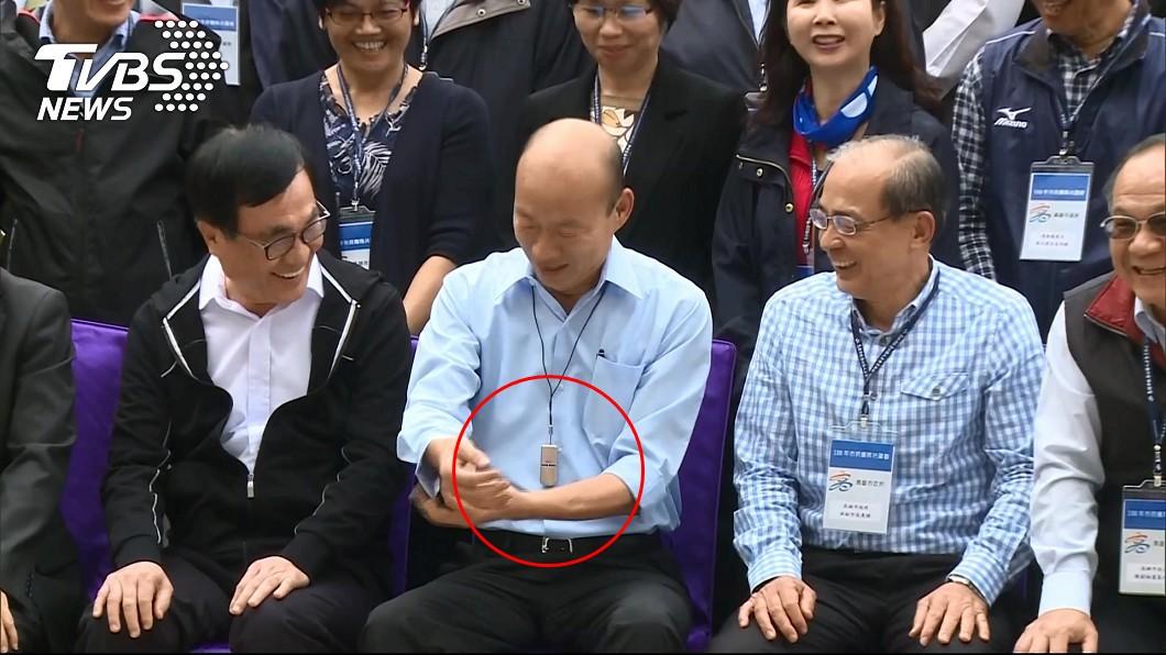 韓冰送爸爸「隨身型空氣清淨機」。圖/TVBS 求媒體盯著!韓冰憂爸爸氣管不好 送「定情之物」佩戴