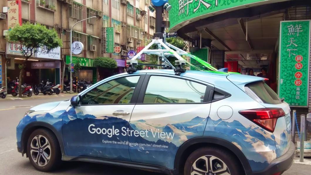 圖/翻攝自爆廢公社 美翻!街頭驚見天藍Google街景車 霸氣外觀網讚爆