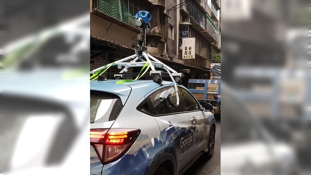 有網友也分享巧遇街景車的照片。圖/翻攝自爆廢公社