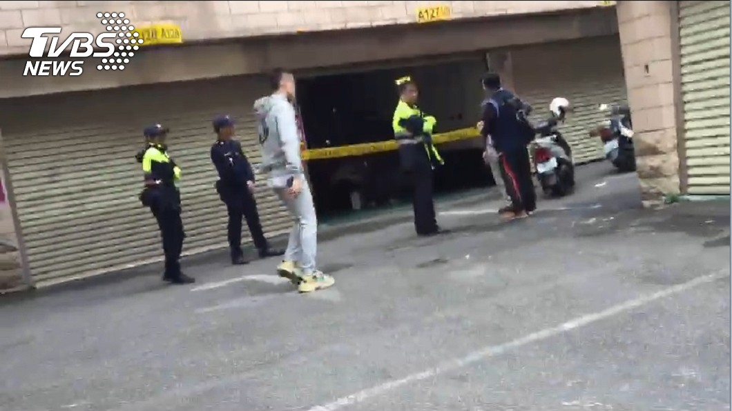 圖/TVBS 新北摩鐵離奇命案 男遭塑膠袋裹屍塞桌下