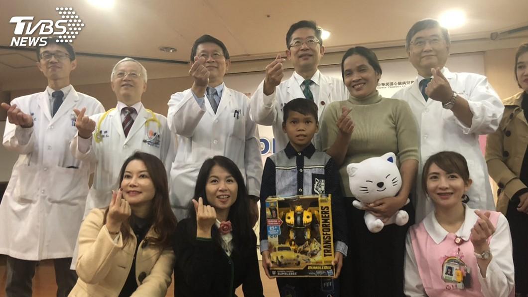 圖/中央社 柬埔寨童心臟破大洞走路都喘 馬偕醫院即刻救援