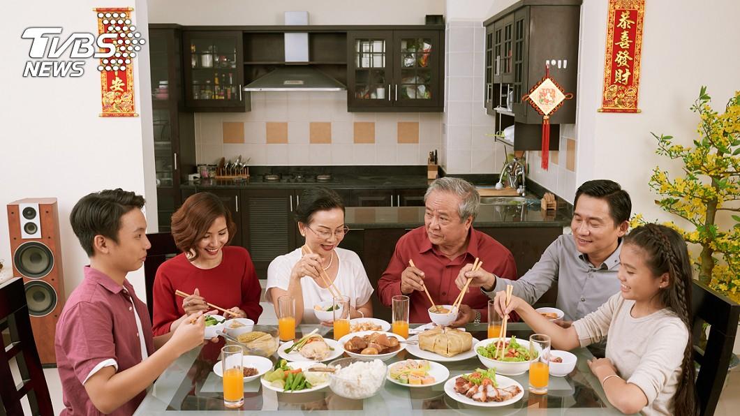 (示意圖/TVBS) 除夕夜闔家圍爐團聚 年夜飯的英文怎麼說?