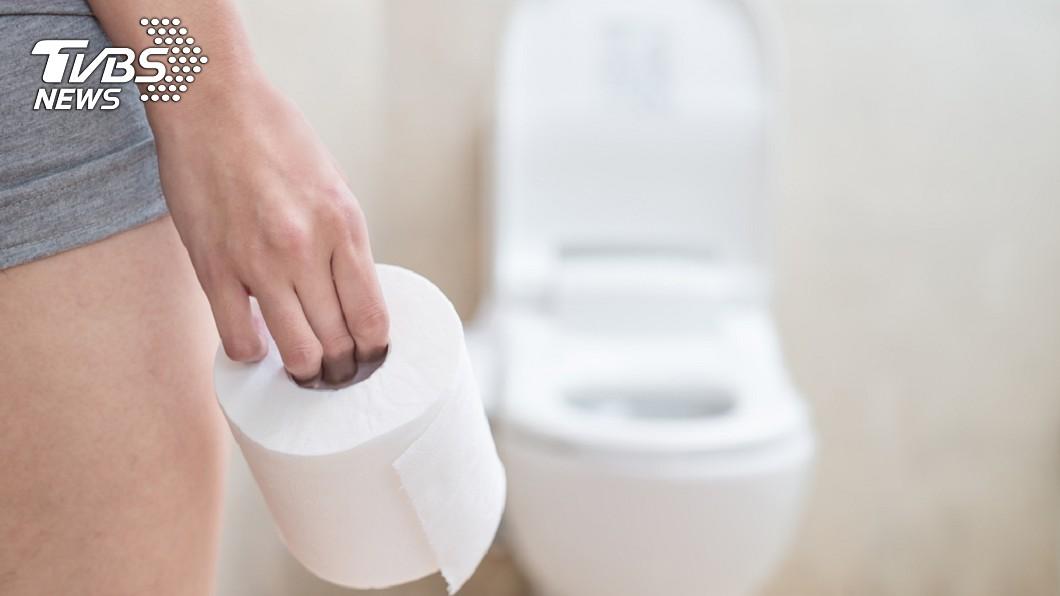 上廁所別馬上沖水!從排泄物外觀就能判斷身體健康。圖/TVBS 上廁所注意! 出現「這種便便」恐是大腸癌找上門