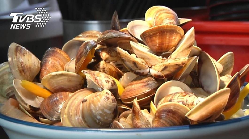 許多人喜歡吃蛤蜊。(示意圖/TVBS) 女煮蛤蜊…殼一開驚見「神秘號碼」 網笑:叫妳簽啦
