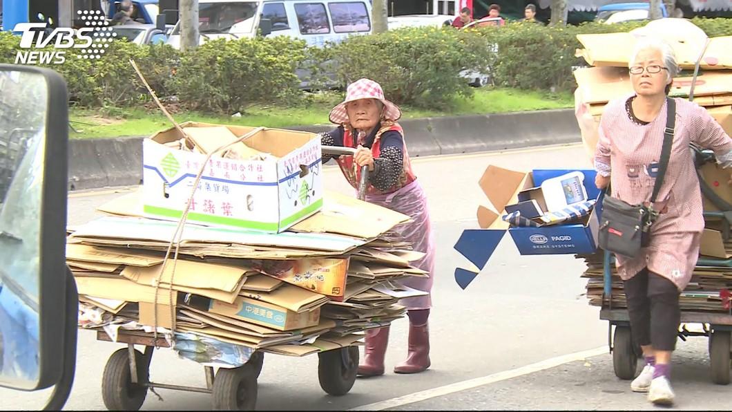 網友爆料撿回收其實「賺超大」。示意圖,非本文當事人/TVBS 回收其實賺超大「有5棟房在收租」!網:這行年薪百萬
