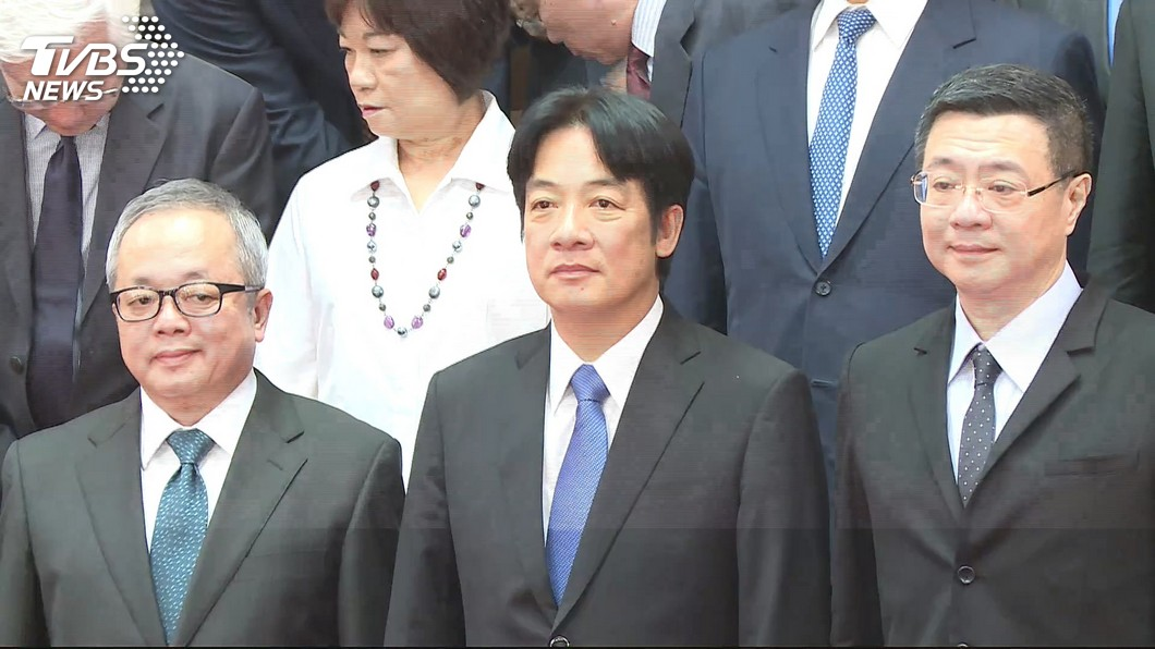 賴清德今日率內閣總辭。圖/TVBS 下車時間到!賴清德宣布內閣總辭 「難辭其咎以示負責」