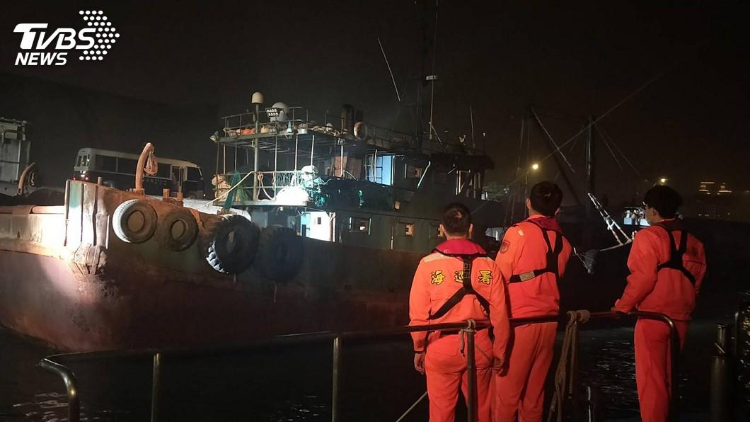 圖/中央社 海巡查扣越界大陸漁船 重罰160萬後驅離