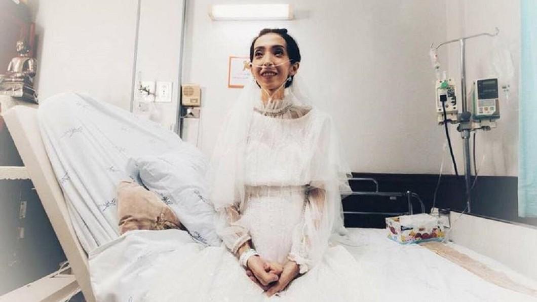 黛兒被泰媒封為「最美新娘」。圖/泰國網臉書