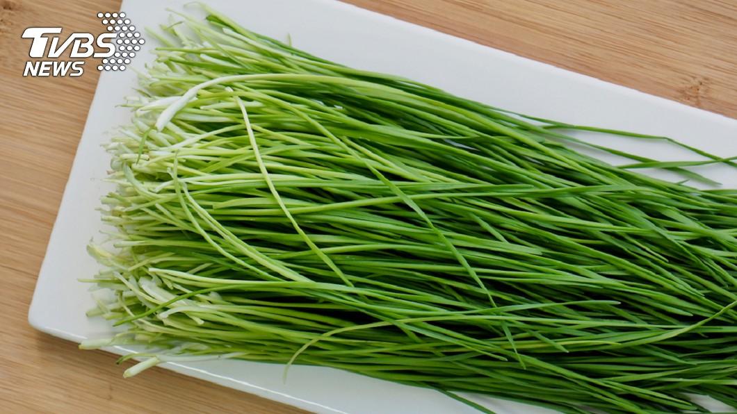 韭菜建議切斷或切絲後料理,才能與氧氣接觸,發揮其「抗氧化」的功效。圖/TVBS