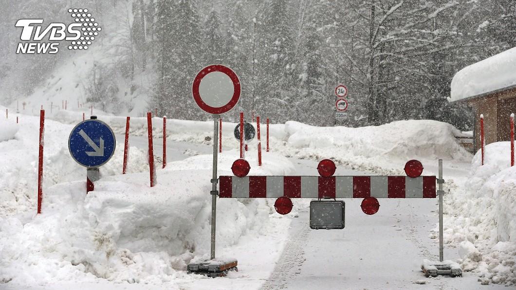 奧地利滑雪勝地萊西(Lech am Arlberg)一帶發生雪崩。圖/達志影像美聯社 奧地利滑雪勝地雪崩 德國遊客3死1失蹤