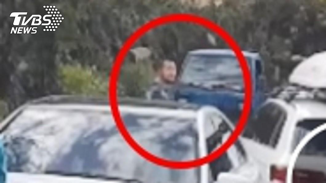警方到場後發現奧迪車主是九把刀。圖/警方提供