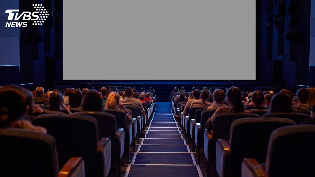 看電影是現在許多民眾的休閒娛樂之一。(示意圖/TVBS) 他沒「畫虎蘭」!看電影前要先這樣做 35歲以上都知道