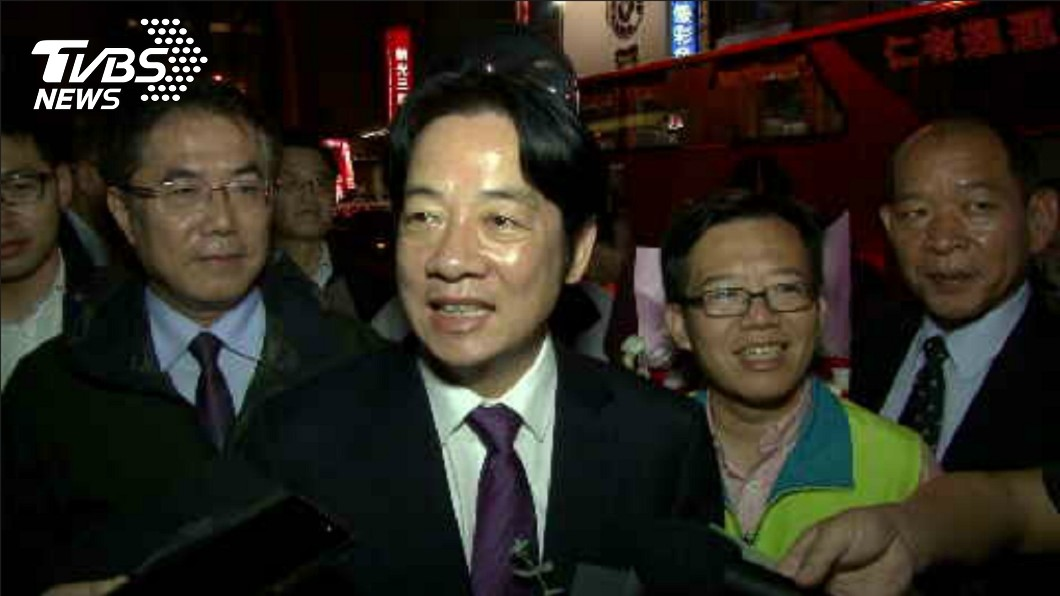 圖/TVBS 眾人齊聲「市長好!」 賴清德返台南笑吃蔥肉餅:很溫暖
