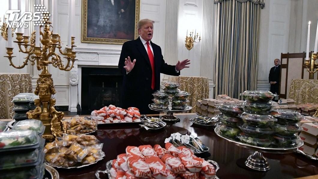 圖/達志影像路透社 政府關門白宮無法宴客 川普自費「速食大餐」