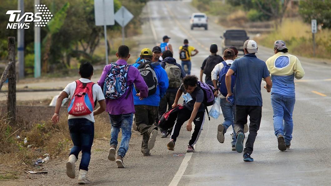 圖/達志影像路透社 不顧川普力阻 上百名宏都拉斯移民朝美北漂