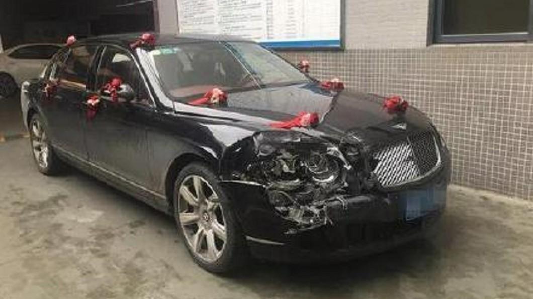 保險員初估維修費超過100萬人民幣(約新台幣456萬元)。圖/廣州日報微博