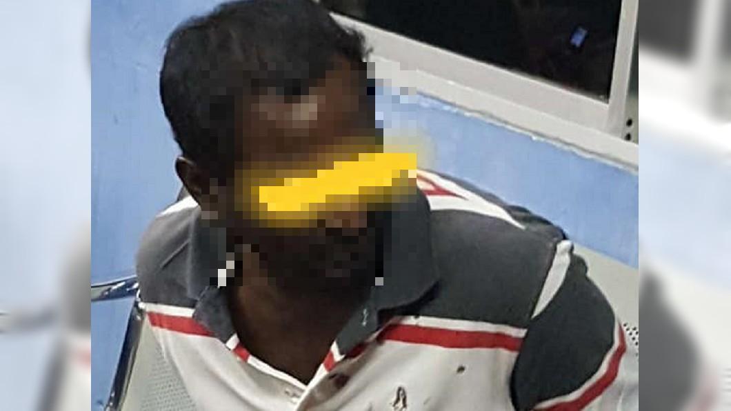 警方逮捕其中一名涉案人士。圖/翻攝自Jessmine Thien臉書