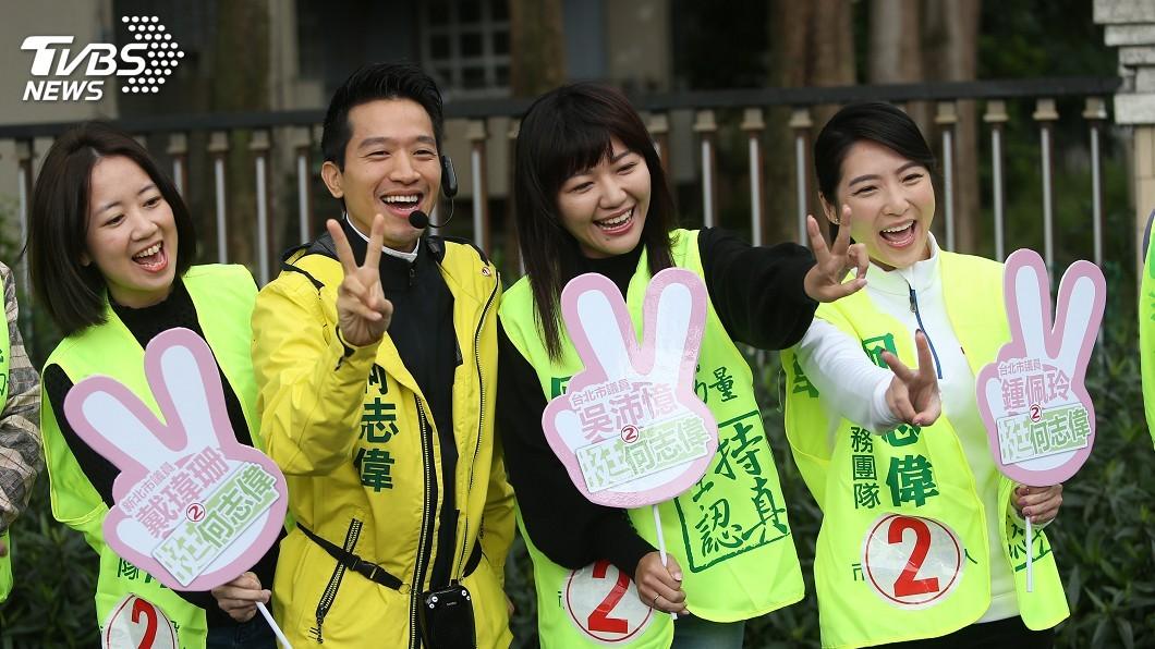 圖/中央社 雙北議員陪何志偉掃街 打空戰拉高支持度