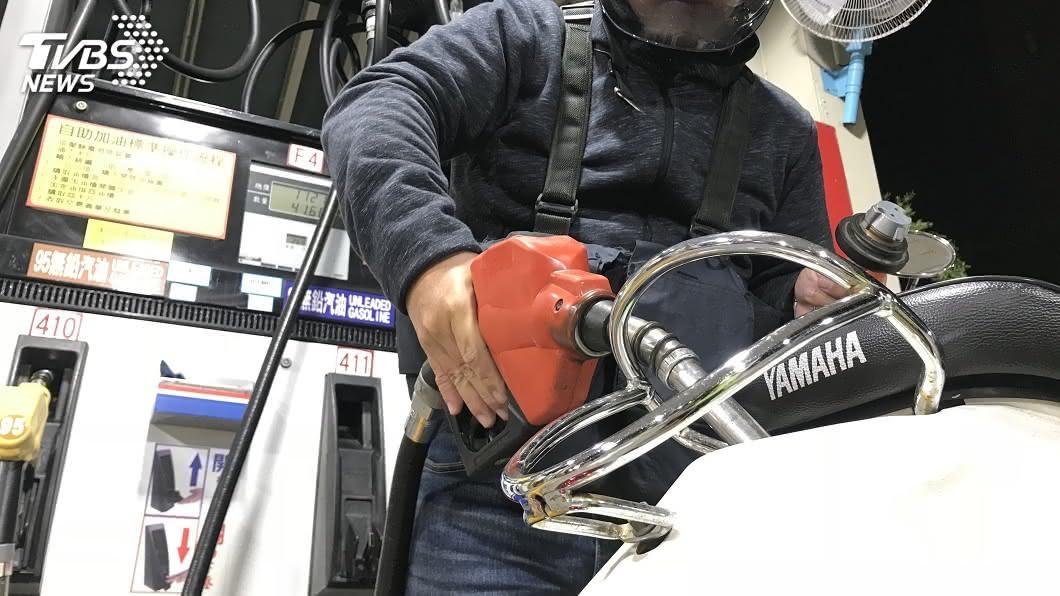 圖/中央社 加油且慢!油價估連2降 汽油7日起大降6角