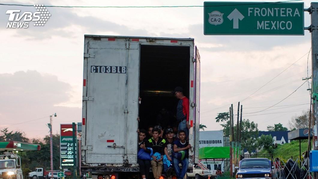圖/達志影像路透社 中美洲移民越過瓜地馬拉 首批進入墨西哥南部