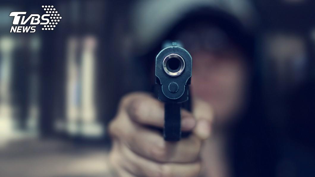 示意圖/TVBS 未幫阿嬤換尿布 狠叔掏槍抵她頭嗆「你不知道死幾次了」