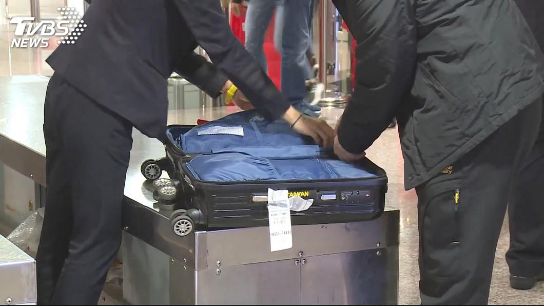 圖/TVBS 強化防範非洲豬瘟! 桃機6成8入境旅客手提行李檢查