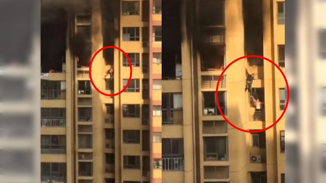 男女遇火災,竟從25樓爬到24樓。圖/梨視頻 搏命!25樓大火極限逃生 他們翻窗「徒手」爬下樓