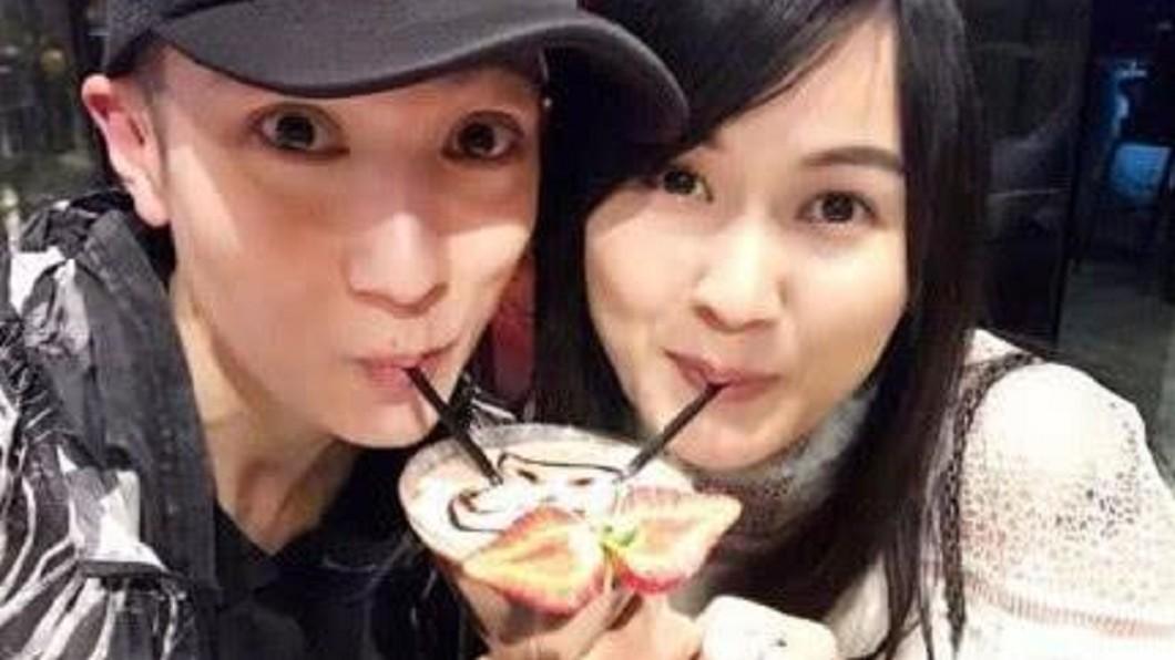 藝人吳尊(左)與妻子林麗瑩(右)感情甜蜜。圖/翻攝自微博 絕世好男人!吳尊霸氣吻妻 承諾補辦婚禮