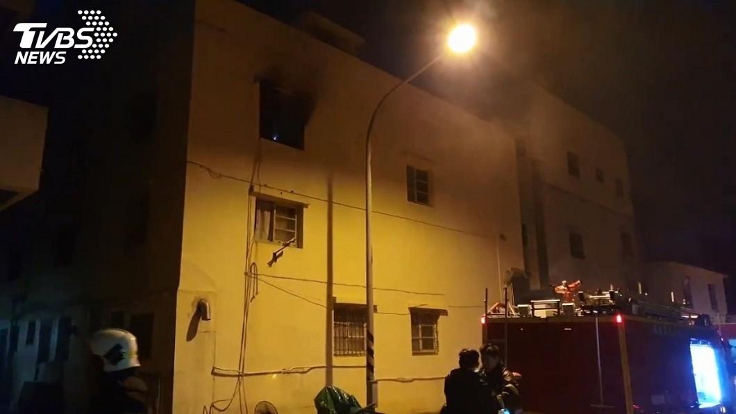 警消立刻前往滅火。(圖/TVBS)