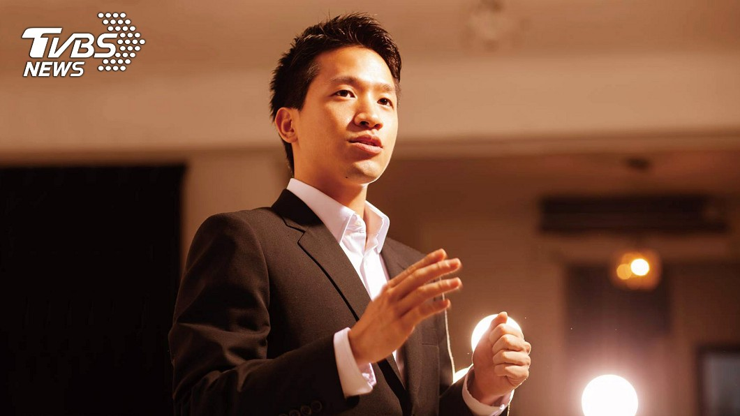 民主進步黨候選人何志偉(圖)訴求「拚經濟、好生活」。圖/中央社 北市立委補選政見發表會 5人全出席爭取支持