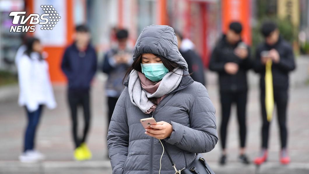 強烈冷氣團南下,全台氣溫驟降,天氣將由北往南逐漸轉變,北台灣將首當其衝,溫度愈晚會愈冷。圖/中央社 厚外套預備!冷氣團強襲「急凍2天」 高山明有望降雪