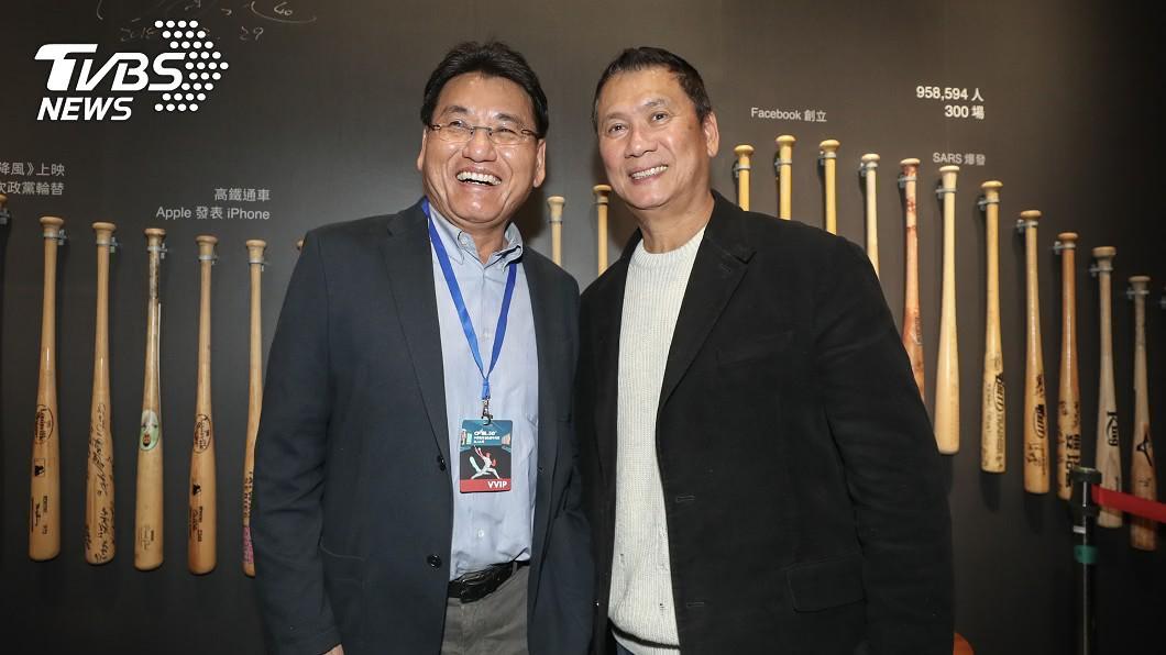 前中職明星投手黃平洋(右)、謝長亨(左)。圖/中央社 中職30周年 兄弟象元老嘆:如果沒賭會更好