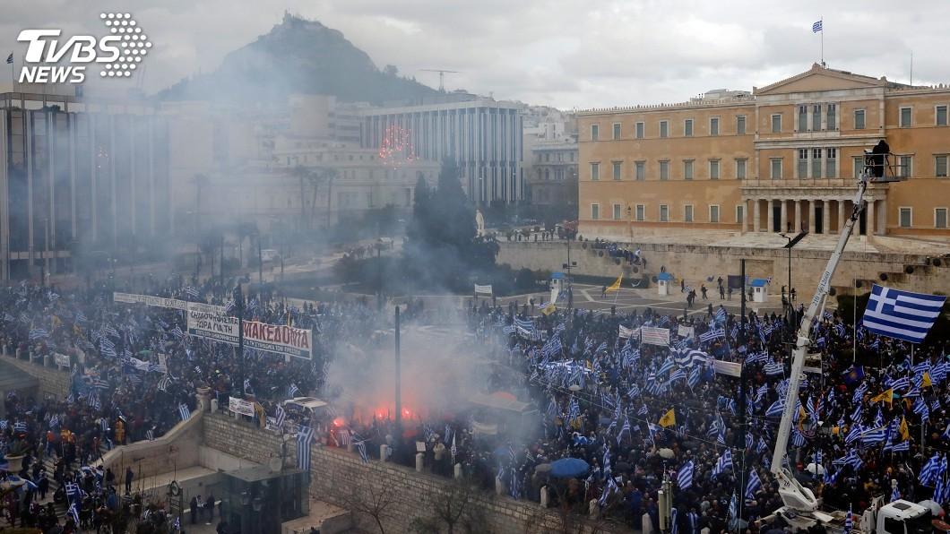 圖/達志影像路透社 不滿馬其頓更改國名協議 數萬希臘民眾上街抗議