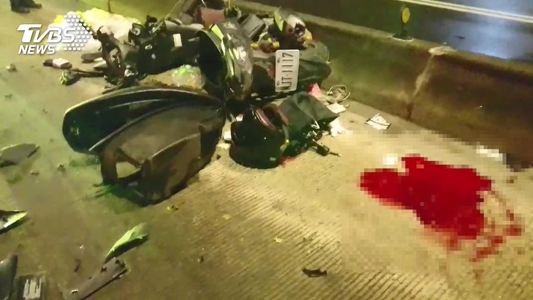 圖/TVBS 騎公車道撞分隔島情侶1死1重傷 目擊者:時速應破百!