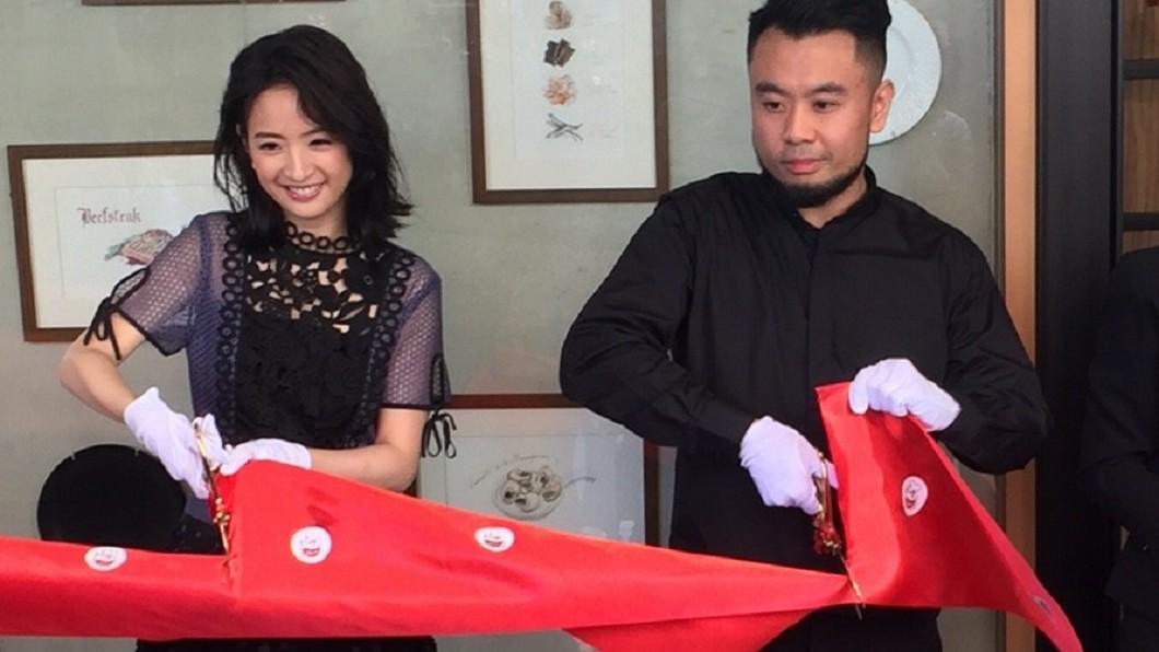 林維聖去年底在台北小巨蛋附近開設「羽樂歐陸創意料理」餐廳,開幕時林依晨還特地站台宣傳。圖/翻攝臉書 「姐弟一樣暖」林依晨弟6年低調善舉被曝光!