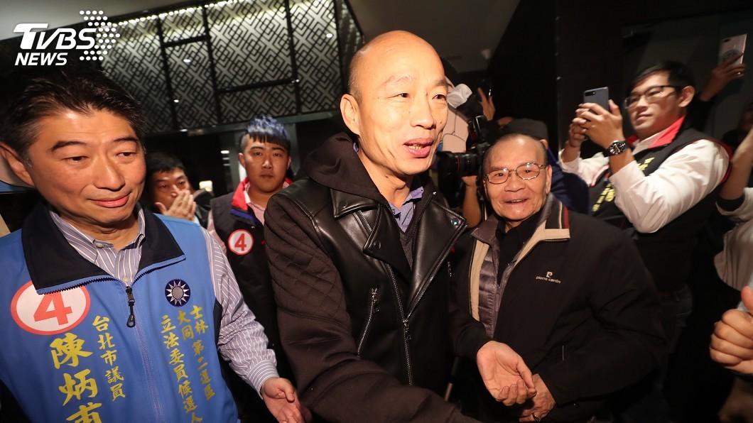 圖/中央社 韓國瑜北上力挺陳炳甫 大批民眾圍觀加油