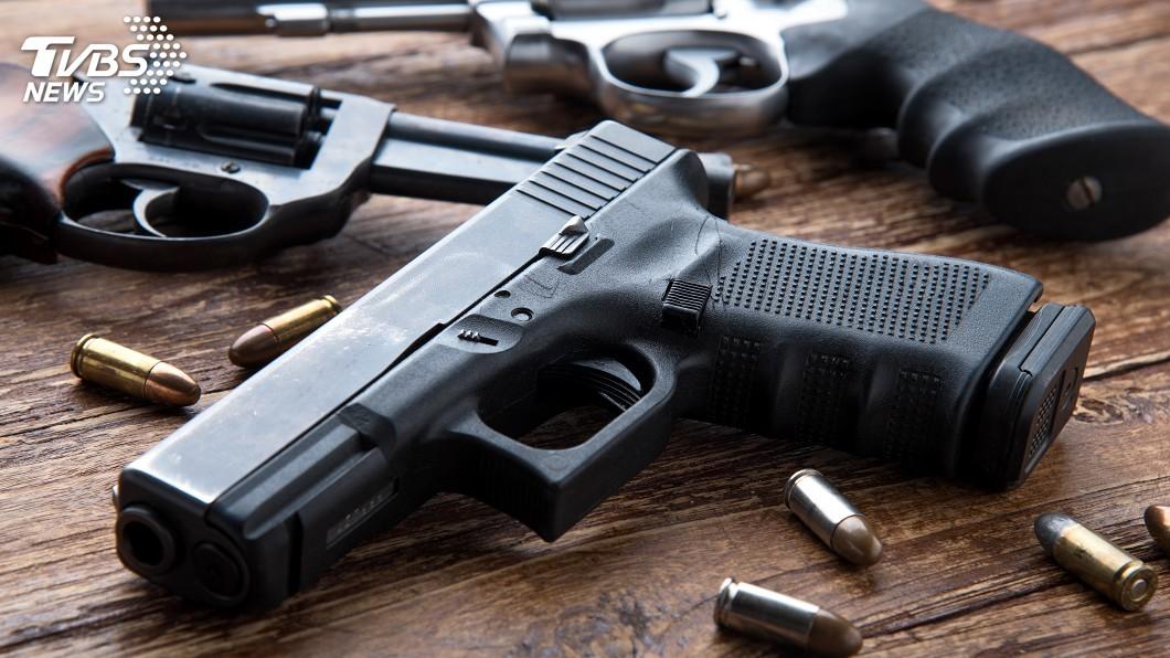 槍枝氾濫一直是美國長久以來存在的社會問題。(示意圖/TVBS) 別惹德州人!5歹徒闖屋行搶 遭屋主開槍狂轟3死2傷